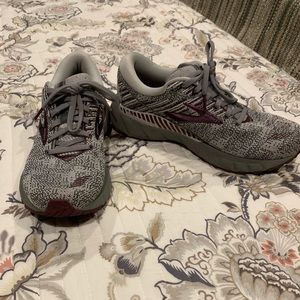 Women's Brooks running shoes worn once